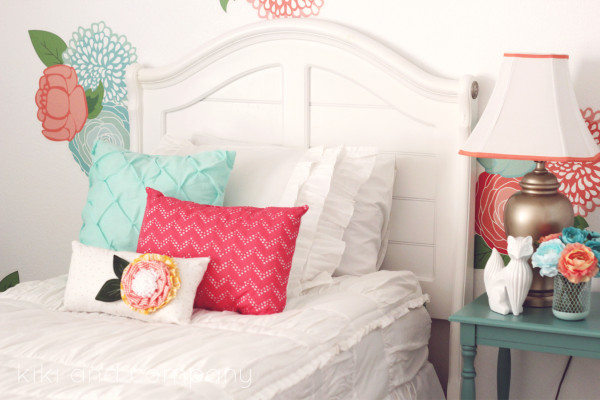 Girl's Room Makeover. LOVE this Beddy's Bedding! Such a cute room.