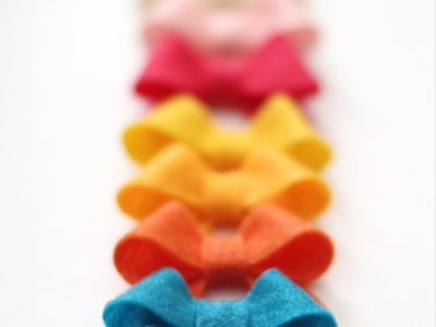 love these sweet felt bows at kiki and company. free template.