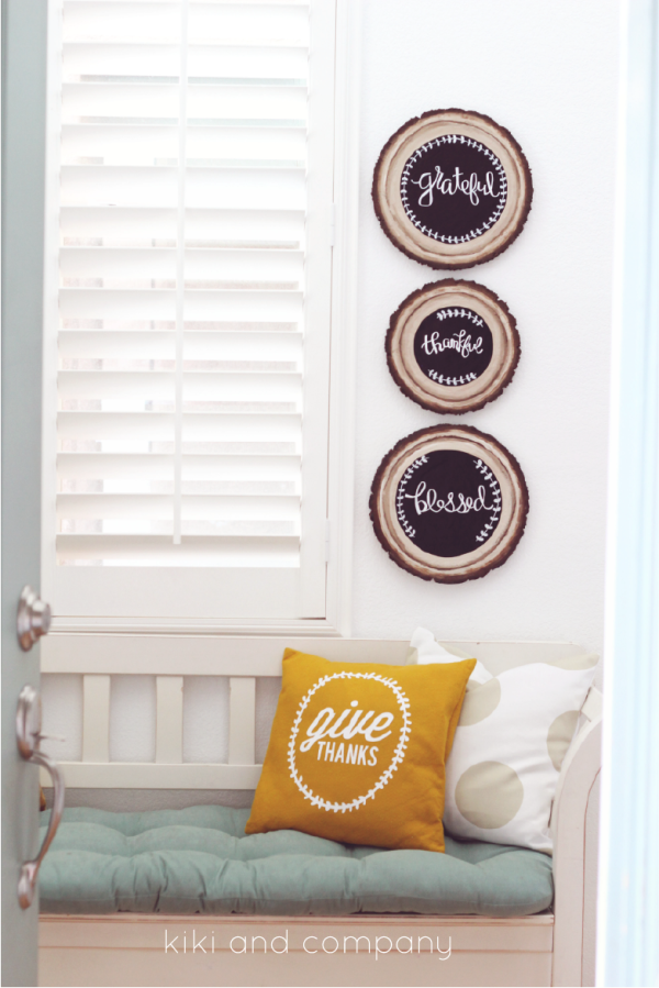 DIY Wood Slice Chalkboard Sign. LOVE!