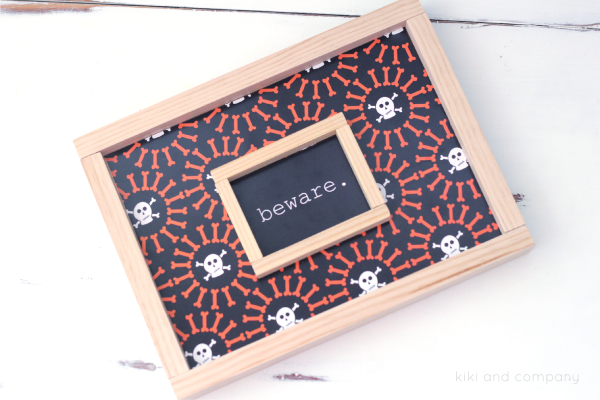 Free Printable Halloween Signs from kiki and company. LOVE it.